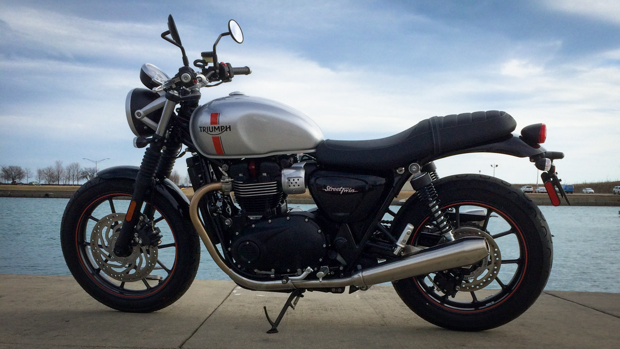 2016 triumph bonneville street twin first ride behind the moto. Black Bedroom Furniture Sets. Home Design Ideas