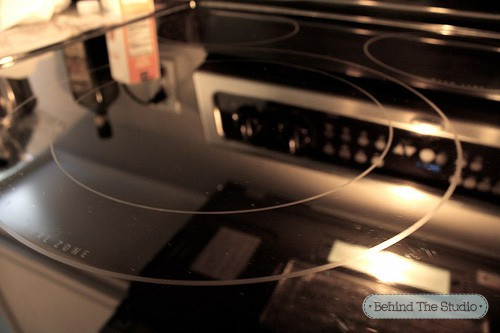 How to clean your glass cooktop with baking soda, dishsoap