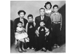 BH62-14-7068-圖二.6歲的阿威和家人.02