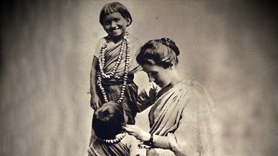 7101-圖2-Amy_Carmichael_with_children2
