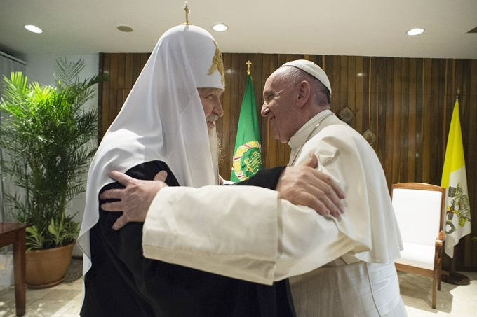 Pope_Francis_meets_with_Patriarch_Kirill_1_in_Havana_Cuba_on_Feb_12_2016_Credit_LOsservatore_Romano_CNA_2_12_16