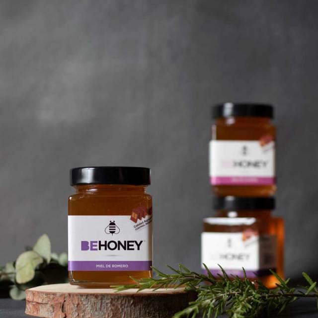 Envases de miel cruda de romero