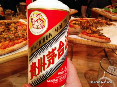 gung ho baijiu and pizza night with john o'loghlen beijing china (4)