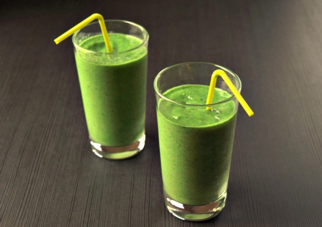 Best Green Smoothie | This is the Pineapple Spinach Smoothie recipe I make every morning. It provides an energy boost for a productive morning and I look forward to eating it every day!