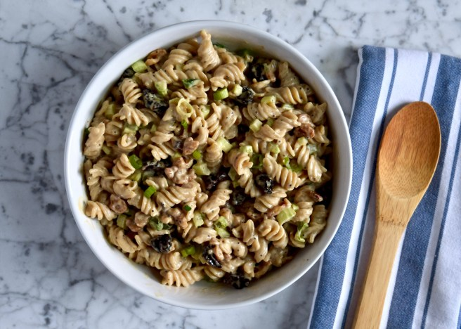 The BEST Gluten-Free and Vegan Pasta Salad Recipe - This is the perfect summer side dish for picnics and potlucks. It's easy to make and irresistible.
