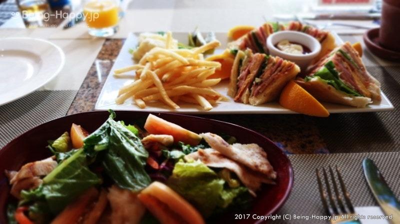 フィエスタリゾート ワールドカフェでサンドイッチ