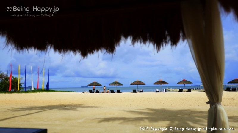 フィエスタリゾートのプライベートビーチとビーチチェア