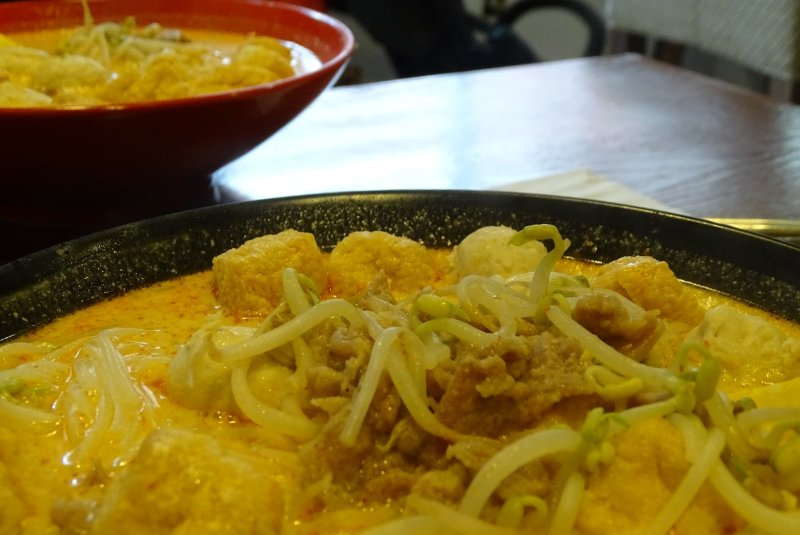Nanyang Laksa with pork, beansprouts and tofu
