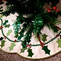 Scalloped Holly Berry Tree Skirt