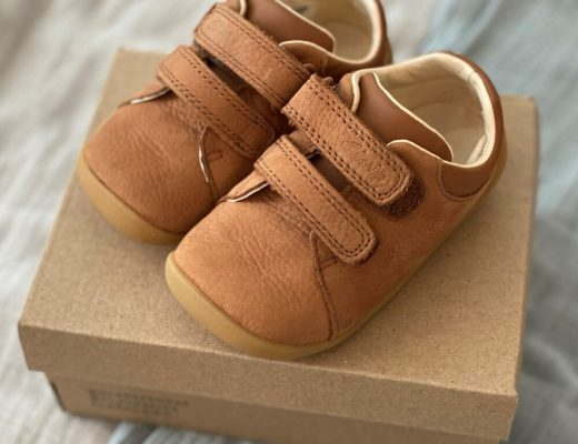 Clarks Roamer Craft Toddler shoes in tan leather - top view on shoe box
