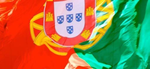 http://www.dezinteressante.com/wp-content/uploads/2011/08/Bandeira-Portuguesa-2.jpg