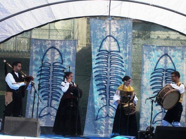 http://noticiasdefornosdealgodres.blogspot.pt/2011/08/juncais-viveu-festa-do-festival-do.html