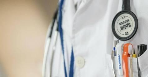 Covid-19: Médicos de família vão entregar aos utentes nota a pedir compreensão pelos atrasos