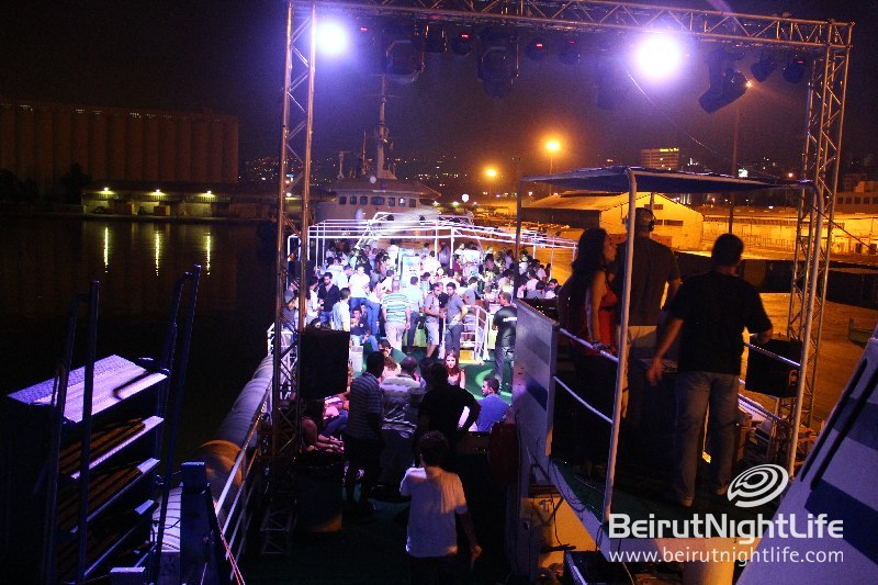 Extravagant Parties at Sea On the Wonderboat Cruises