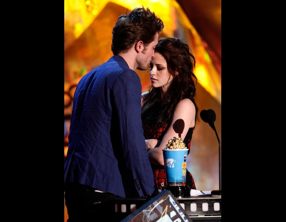 Twilight's Kristen Stewart Confesses to Cheating on Boyfriend and Co-Star Rob Pattinson — Read More . . .