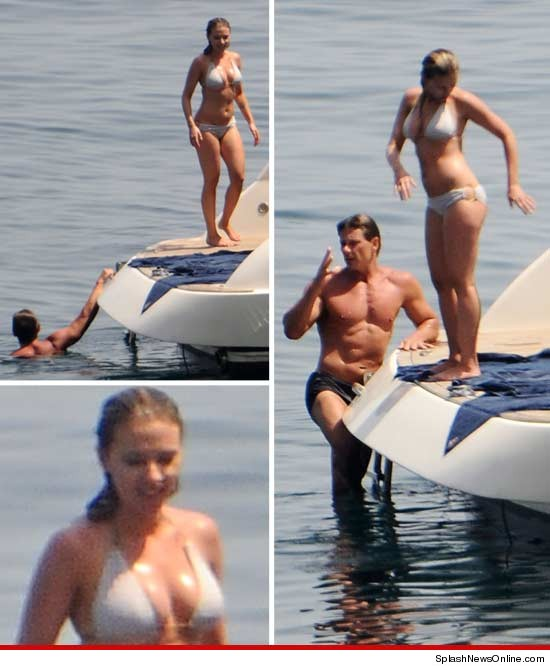 Check Out Scarlett Johansson's Voluptuous Bikini Body