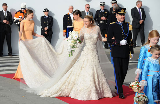 Just A Day Before The Countess Wore Another Elie Saab Gray Lace Dress In Similar Style To Her Wedding Gown For