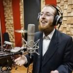 """""""אדיר במרום"""" הגרסה הווקאלית לסינגל הבכורה של דוד חסקלסון"""
