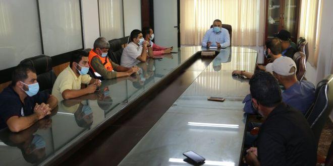 رئيس البلدية يجتمع مع موزعي مياه الشرب في المدينة