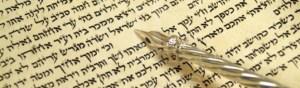 cropped-Torah-Scroll-text-silver-yad.jpg