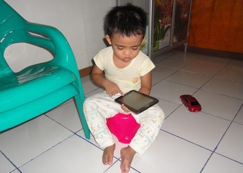 Tips Sederhana Mendisiplinkan Anak Menggunakan Gadget 'Fenomena Anak Gadget'