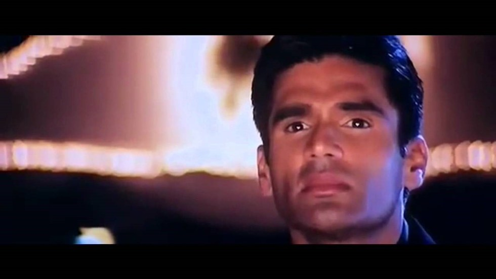 Sunil Shetty as Dev in film Dhadkan