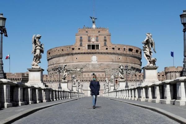 تفاؤل ايطالي بانخفاض عدد الوفيات ونقص كبير في ملابس الوقاية