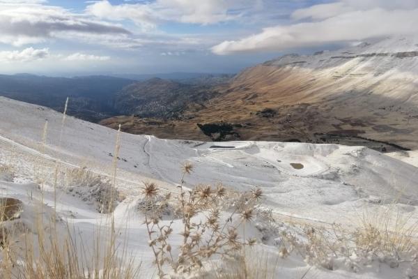 الطرقات الجبلية المقطوعة بالثلوج