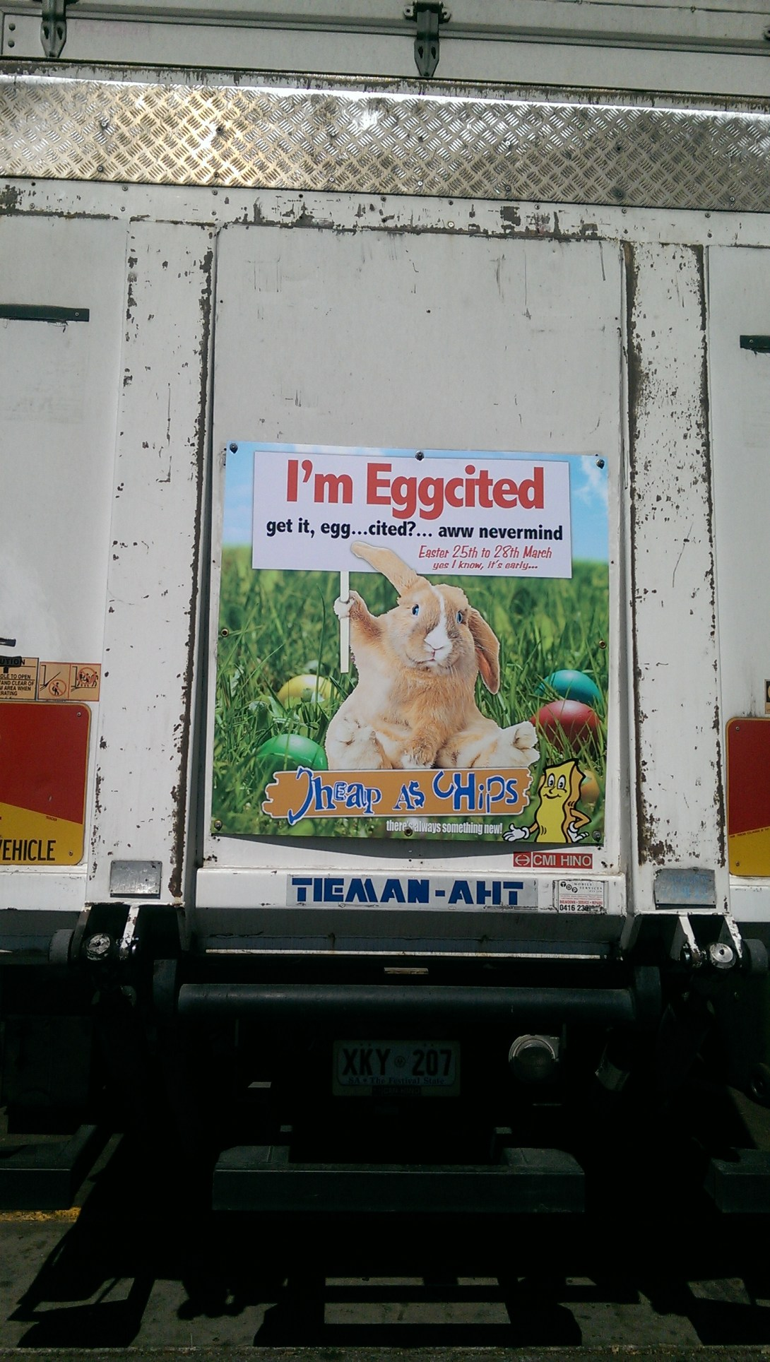 I'm eggcited Cheap as Chips advertisement #australia #kitsch be kitschig blog #Ostern #easter