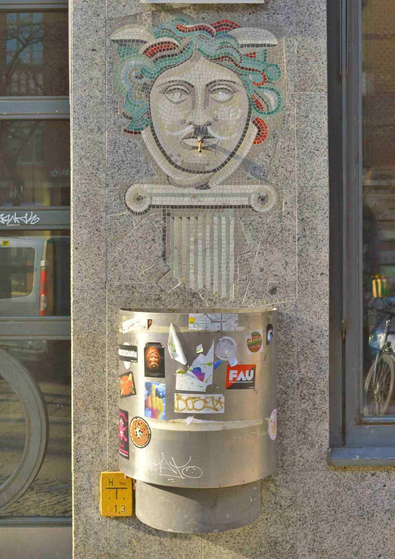 Smoking lady mosaic berlin kreuzberg be kitschig