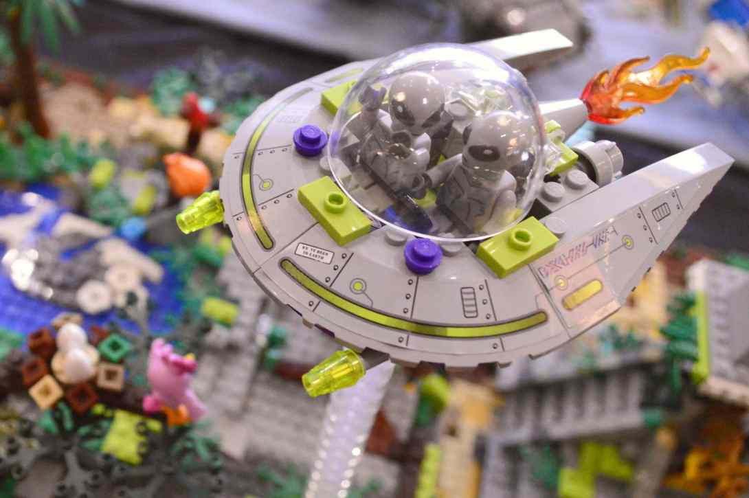 be kitschig blog Lego Love Alien Invasion