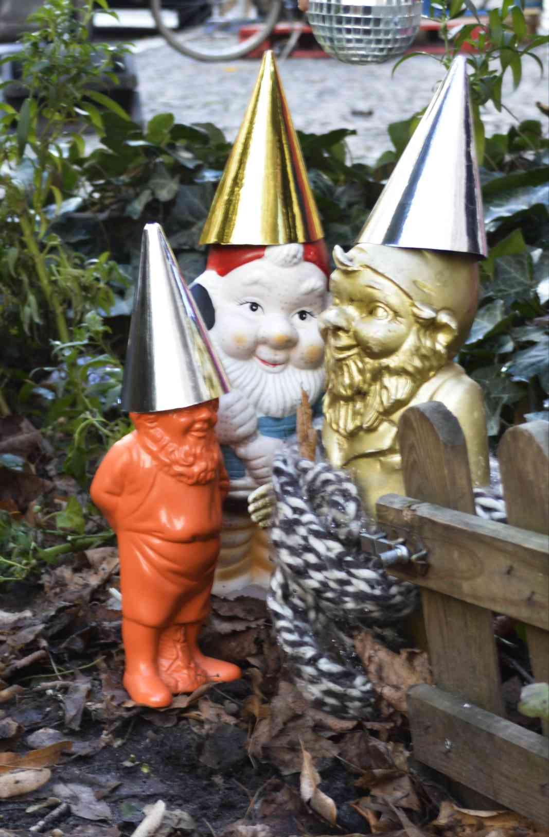 Heinrich der Gartenzwerg Berlin macht Party Gnome Zwerg