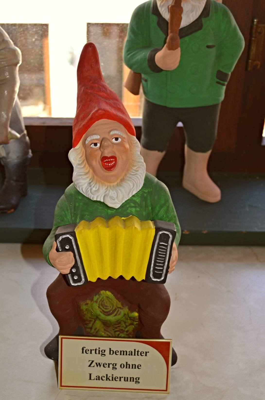 Birth of a gnome Geburt eines Gartenzwergs be kitschig blog