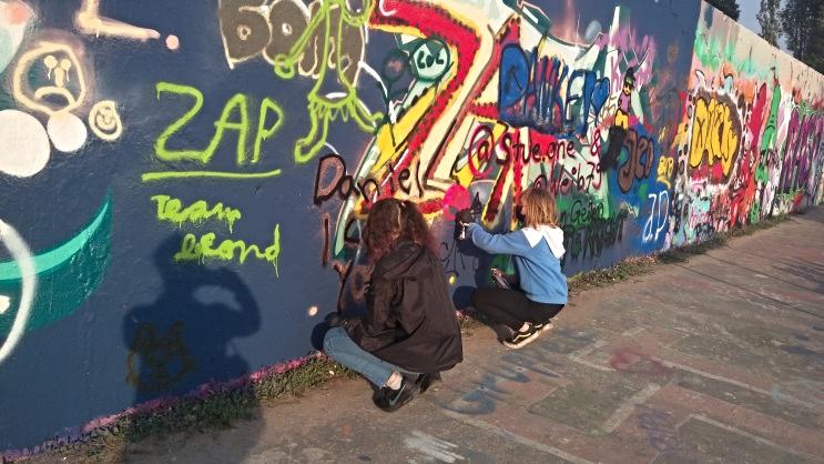Ladies at work street art berlin
