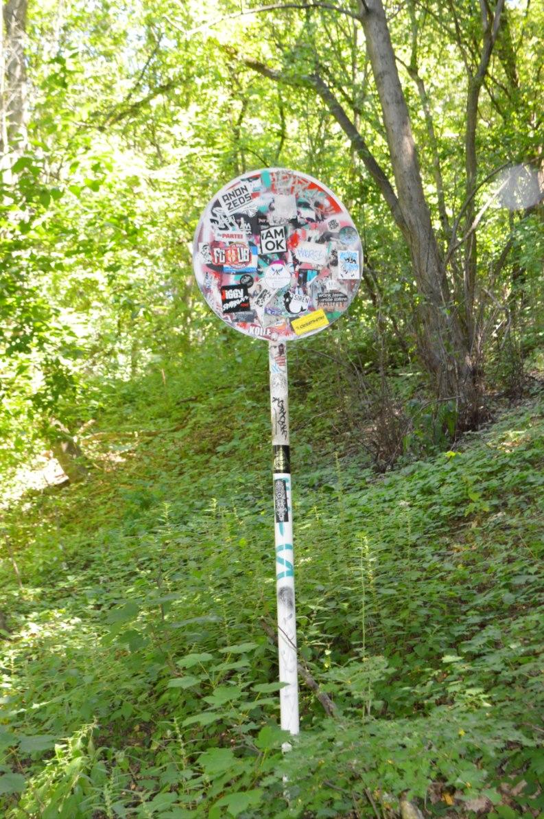 Vandalized no parking sign be kischig blog berlin teufelsberg