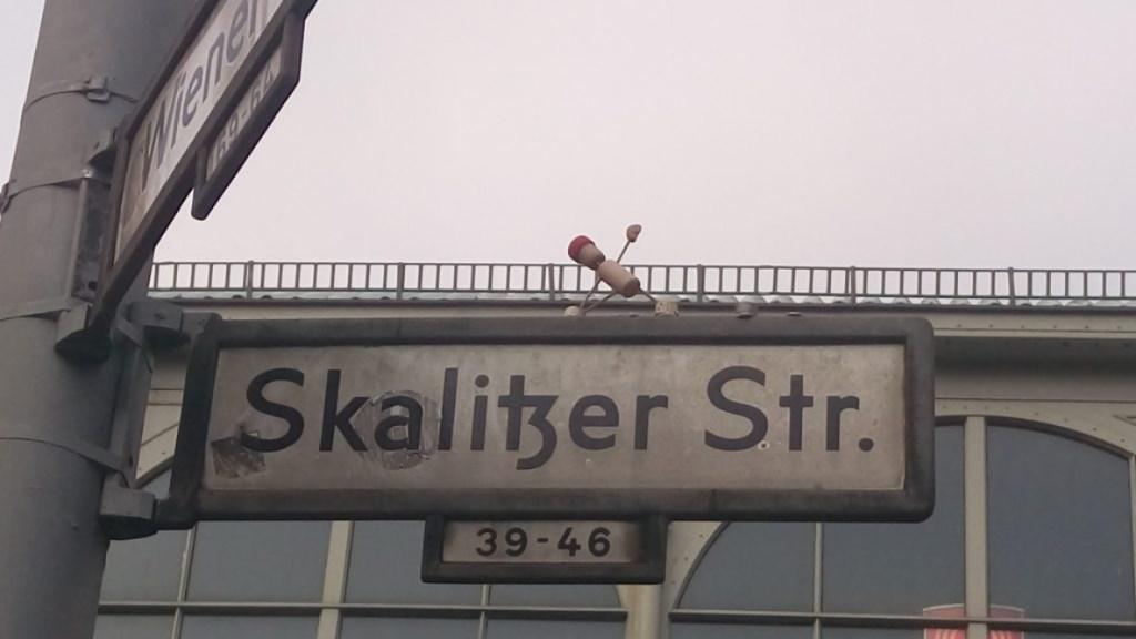 street yogi Berlin Kreuzberg #streetart Postcards from Berlin #16