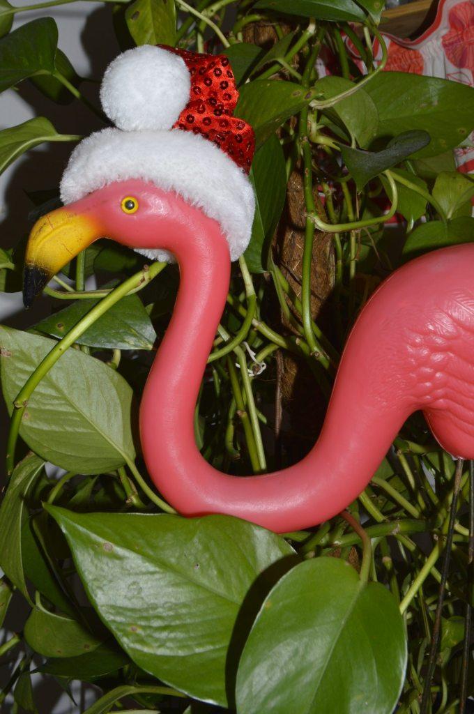 Garten Flamingo mit Weihnachtsmütze  pink flamingo christmas hat  Season greetings