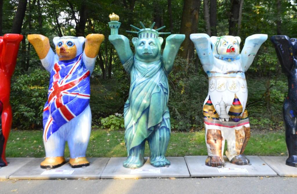 Amerikanischer Berliner Bär Statue
