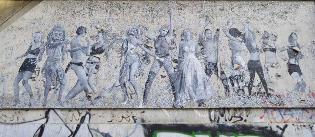 A mroning walk through Berlin Mitte during lock down  strteetart Berlin SOBR it's tiem to dance