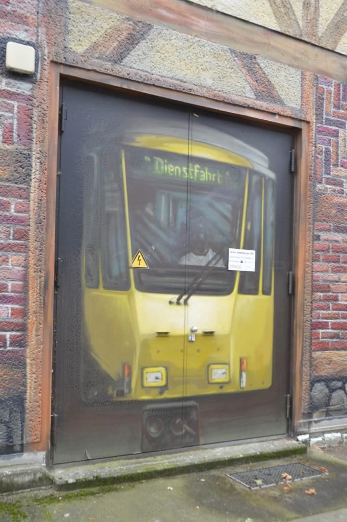 Junction Box Stromkasten  Berliner Tram Strassenbahn Bernauer Straße streetart