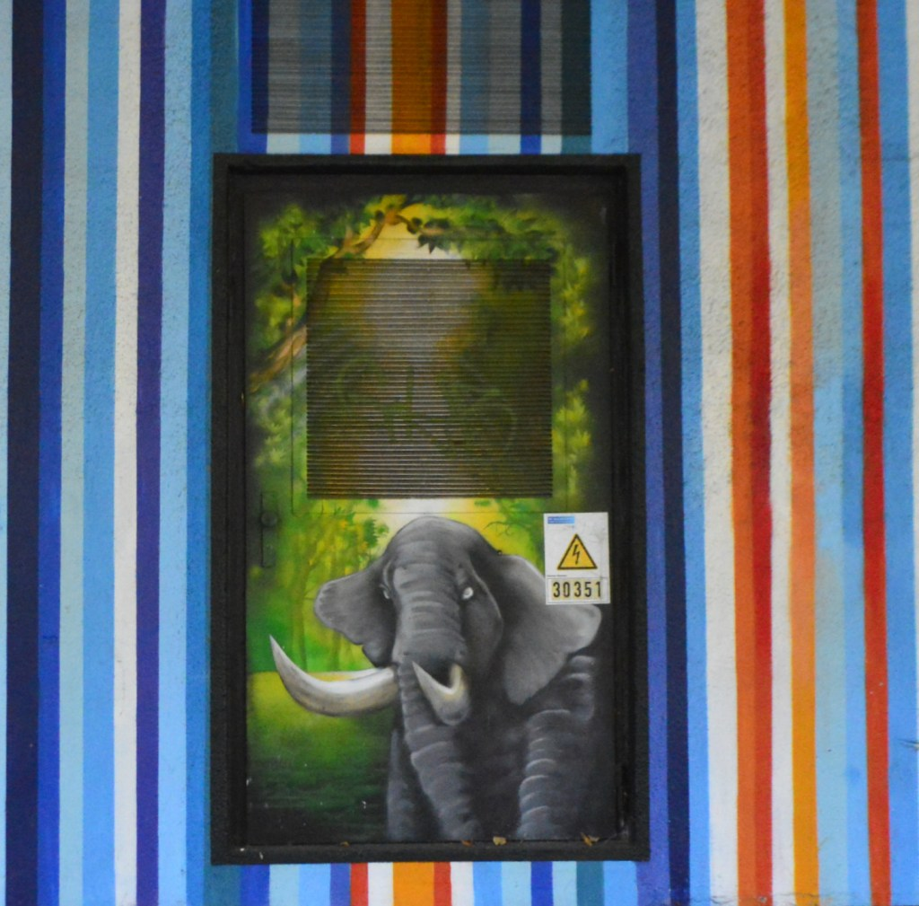 Electrical Box elephant streetart bekitschig blog