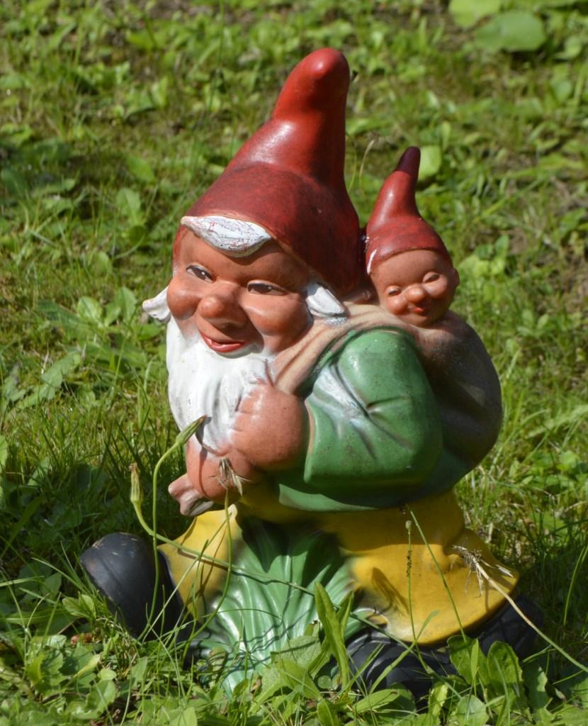 Gartenzwerg Baby  im Zwergenpark Trusetal Thüringen - travel kitschy - kitschig verreisen -  be kitschig blog Berlin