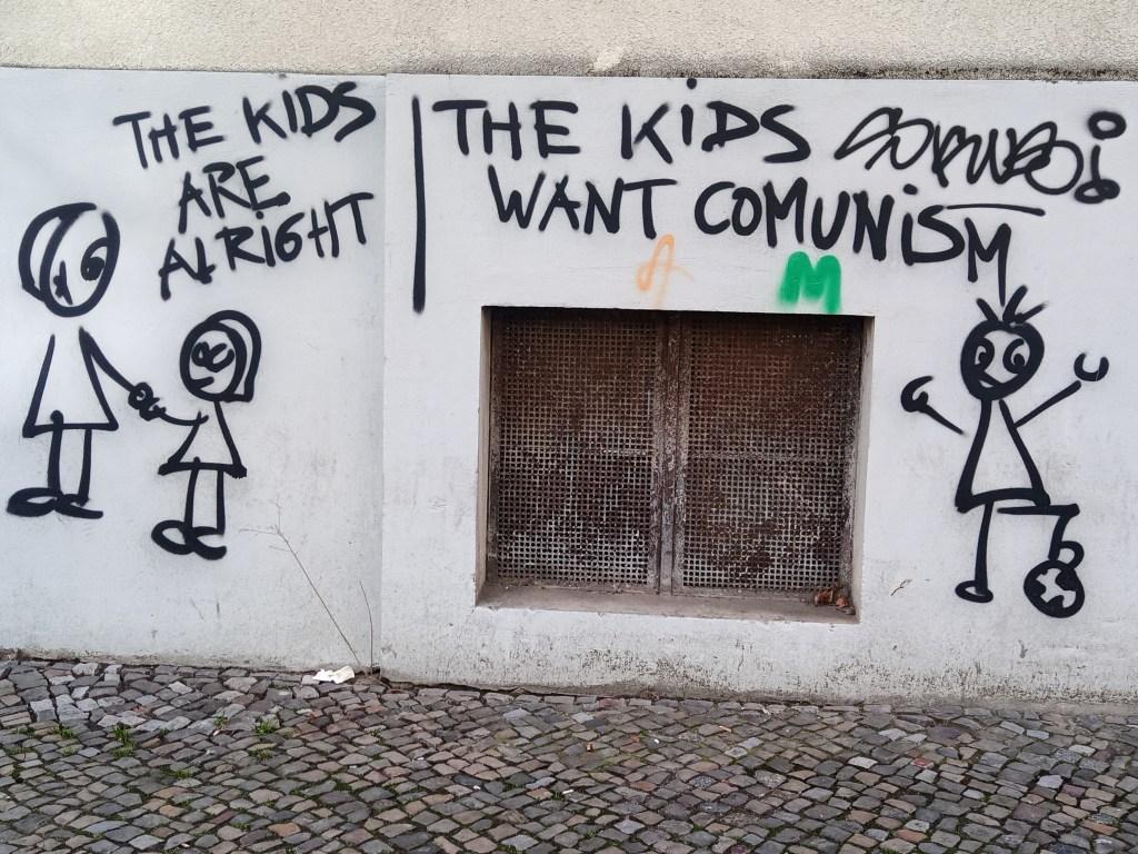 street art postcards from Berlin #21 bekitschig.blog - The kids want comunism
