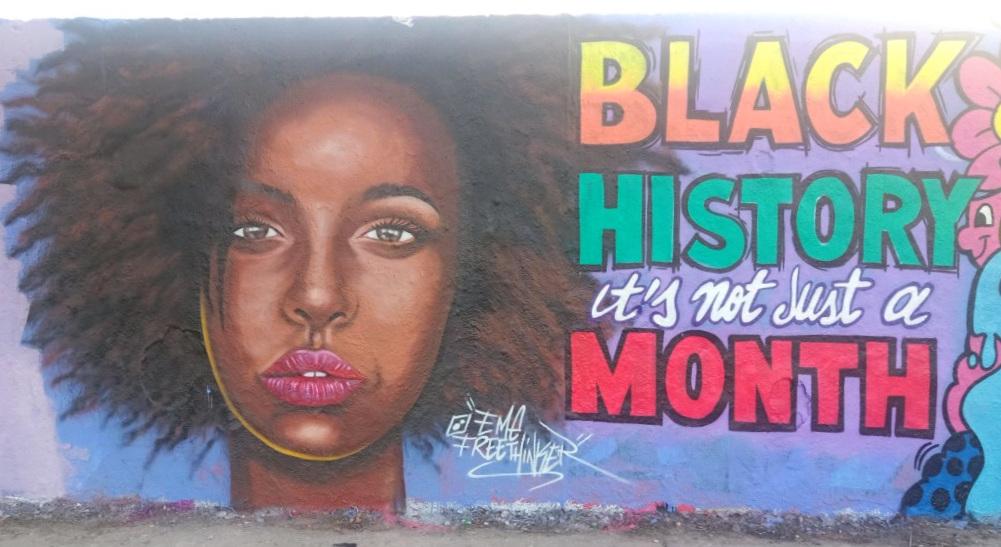 street art postcards from Berlin #21 bekitschig.blog - eme freethinker - Mauerpark - black history is not just a month