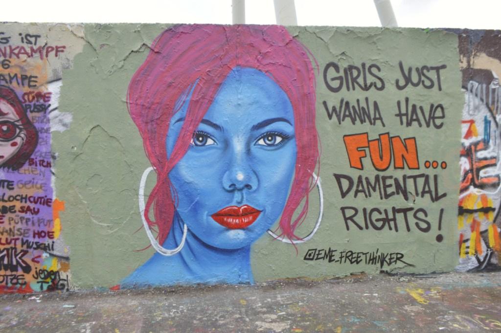 Strassenkunst be kitschig blog eme freethinker Mauerpark Girls just wanna have fun damental rights Frauentag