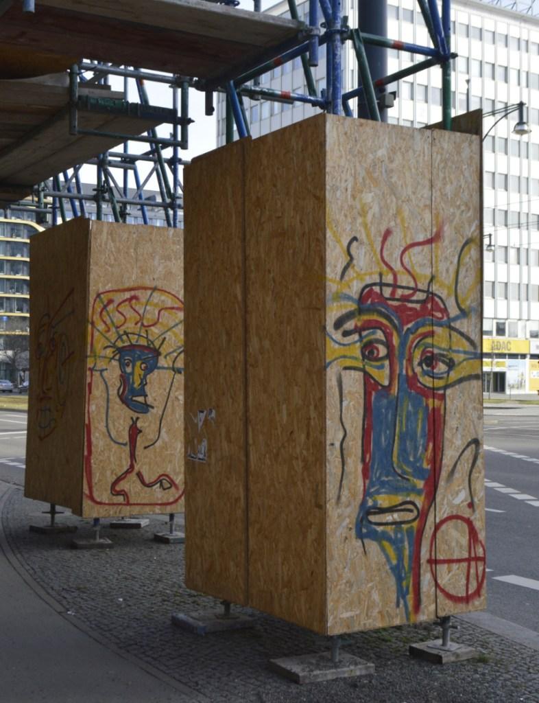 Strassenkunst be kitschig blog Construction Site Baustelle Alexanderplatz