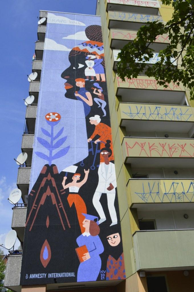 Brave Wall Mural by Katerina Voronina Berlin Kreuzberg  - Gitschiner Straße 65 bekitschig.blog street art Berlin
