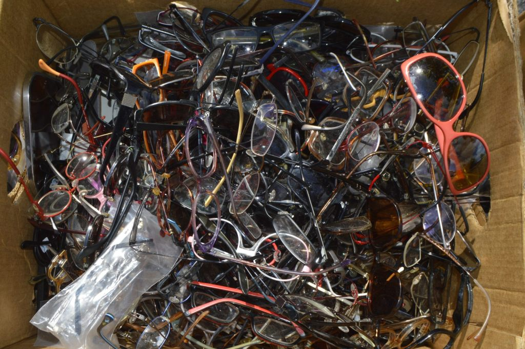 box with old glasses be kitschig blog