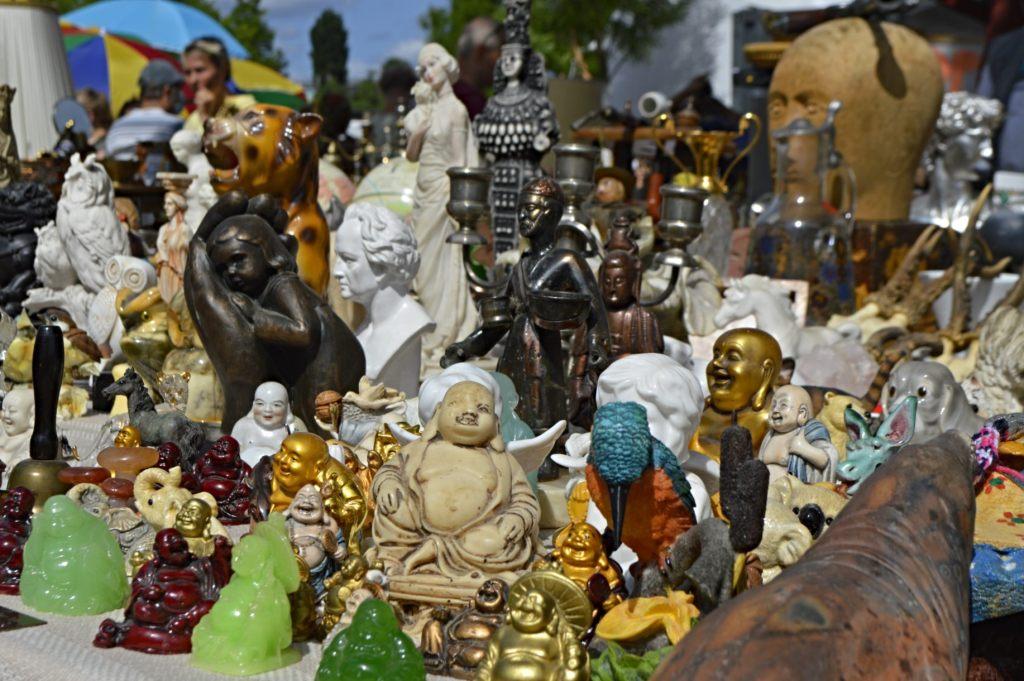 Buddah statues and figurines Mauerpark Berlin  bekitschig.blog