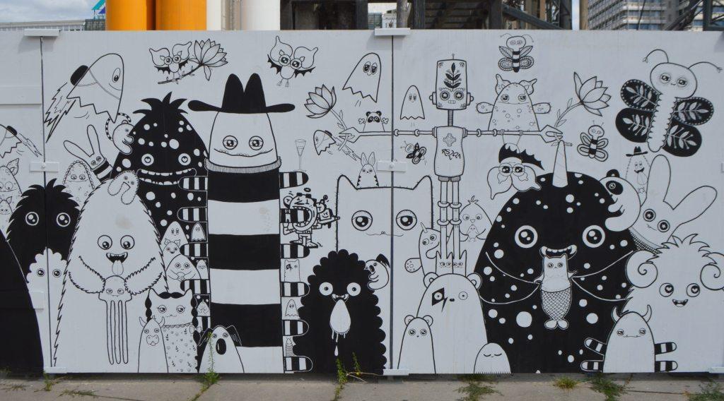street art monsters by Rabea Senftenberg - Alexanderplatz Berlin Straßenkunst Baustelle - construction site mural bekitschig.blog